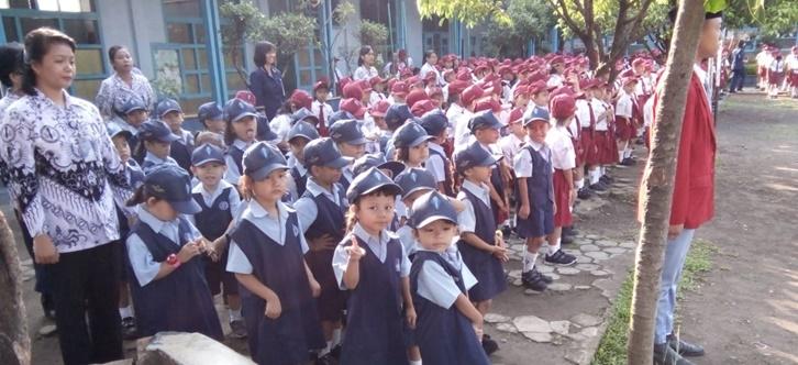 Upacara Hari Guru Nasional TK Santo Yosef