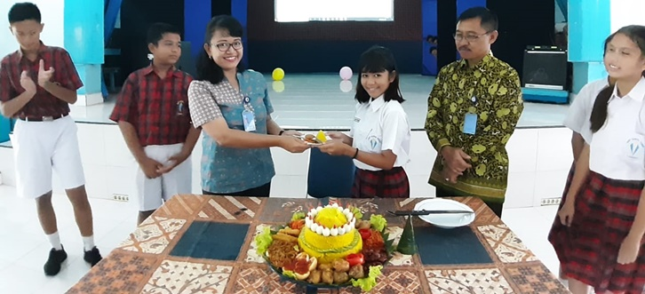 Perayaan Hari Guru di SMP Santo Yosef