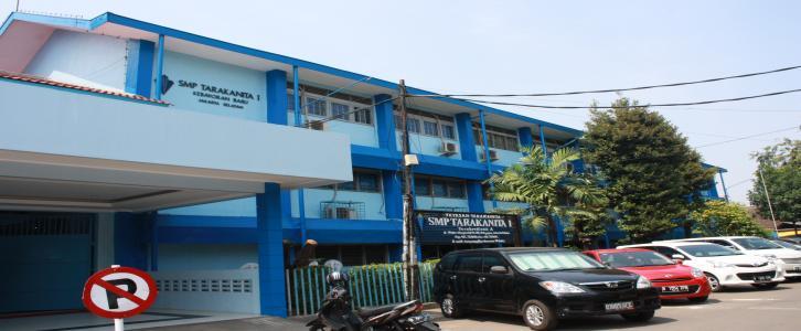 Halaman Luar Gedung SMP Tarakanita 1