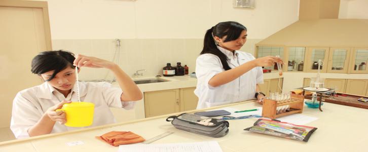 Belajar di Lab IPA