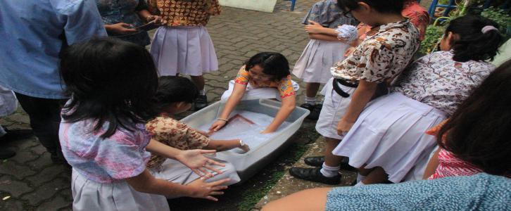 PHBS: Kegiatan rutin hari Jumat di SD Tarakanita 5