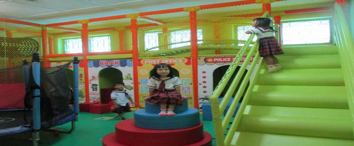 Ruang Busa, tempat favorit anak-anak bermain.