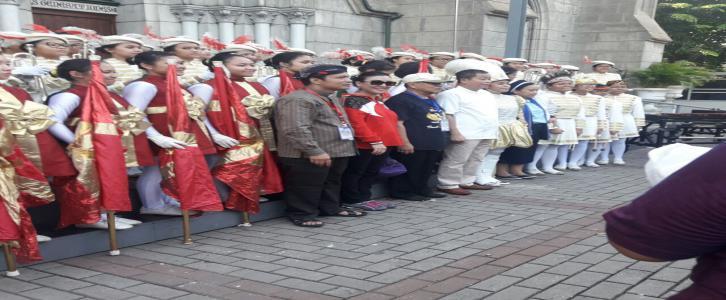 Korps Putri Tarakanita Bersama Kepala Sekolah, Bapak Uskup dan Menteri ESDM