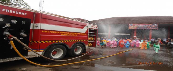 Berkunjung Ke Tempat Pemadam Kebakaran