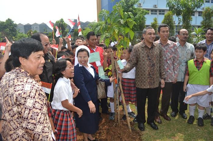"""Bupati Tangerang """"Zaki Iskandar """" Hijaukan Tarakanita"""