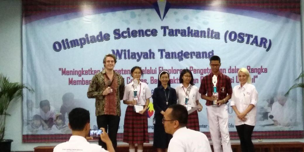 Para pemenang Speech Contest SMA